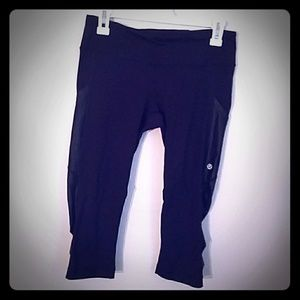 "WOW!⬇NWOT LULULEMON ""CUT THE CROP"" CAPRIS"